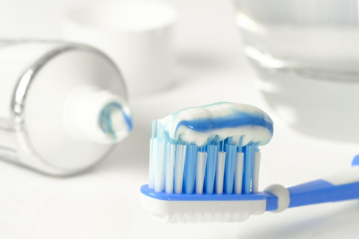 spazzolino e dentifricio utili per la sensibilità dentale